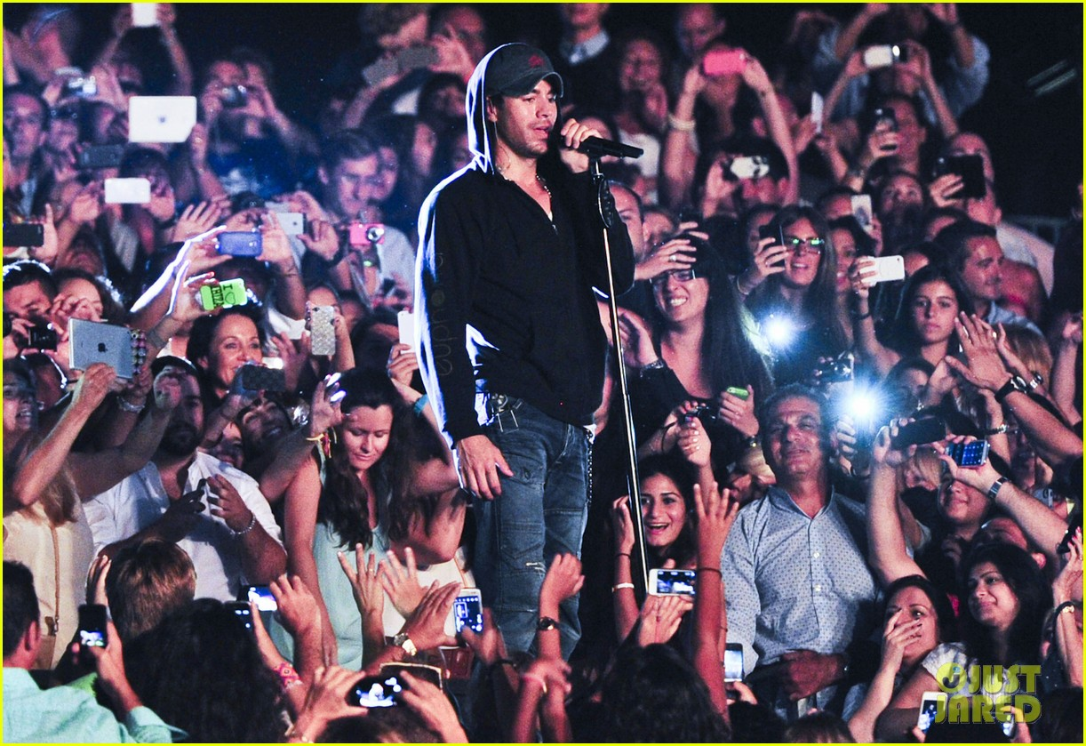 enrique iglesias turn the night up video premiere watch now 042933184