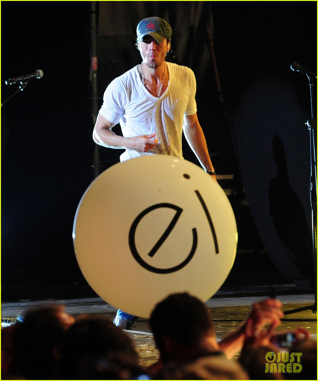 enrique iglesias turn the night up video premiere watch now 062933186
