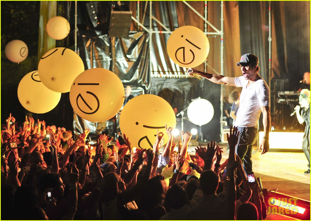 enrique iglesias turn the night up video premiere watch now 112933191
