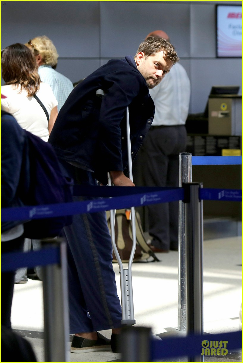joshua jackson cruches to lax airport with diane kruger 062933545
