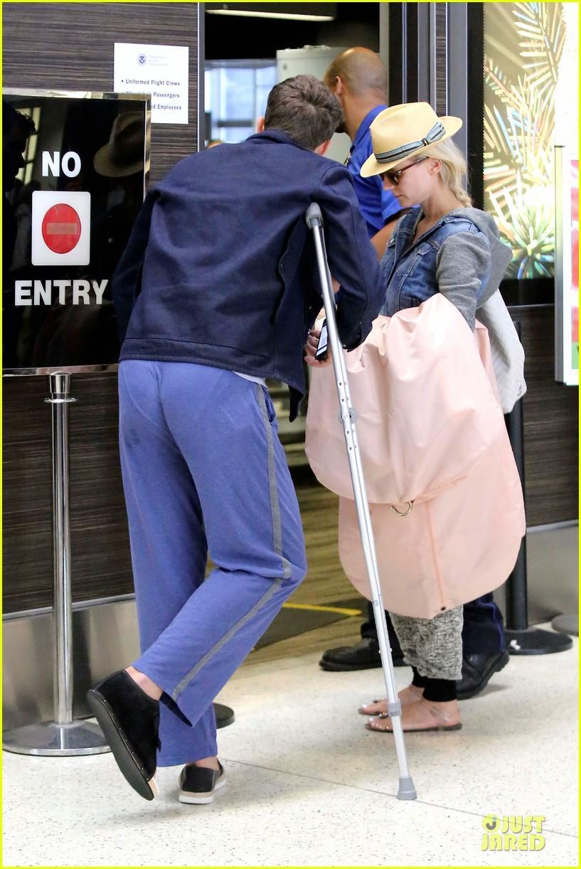 joshua jackson cruches to lax airport with diane kruger 092933548