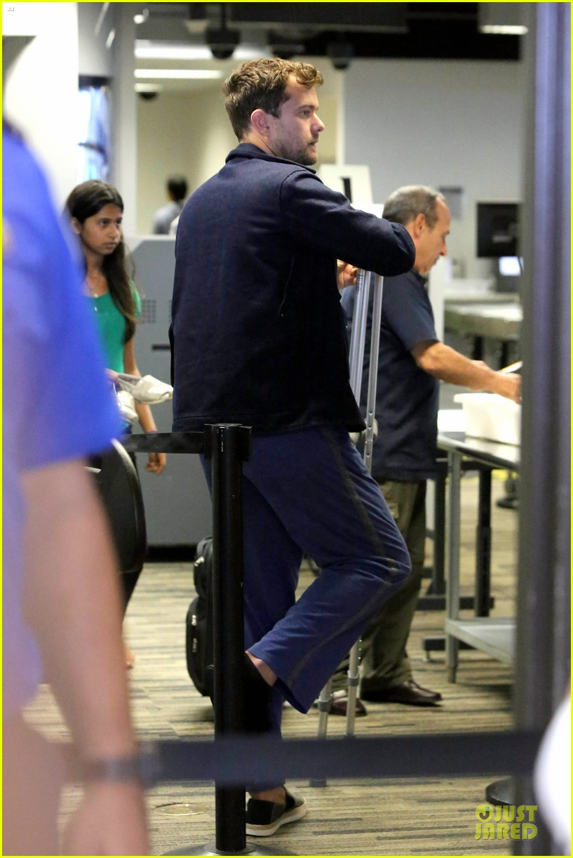 joshua jackson cruches to lax airport with diane kruger 102933549