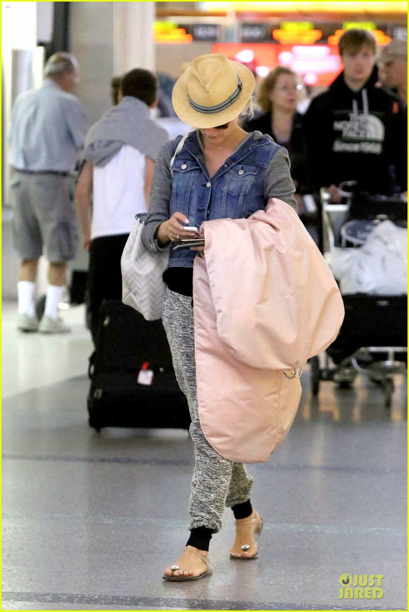 joshua jackson cruches to lax airport with diane kruger 132933552