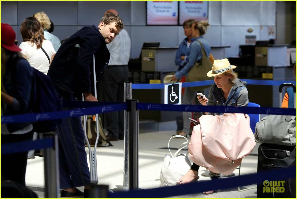 joshua jackson cruches to lax airport with diane kruger 172933556