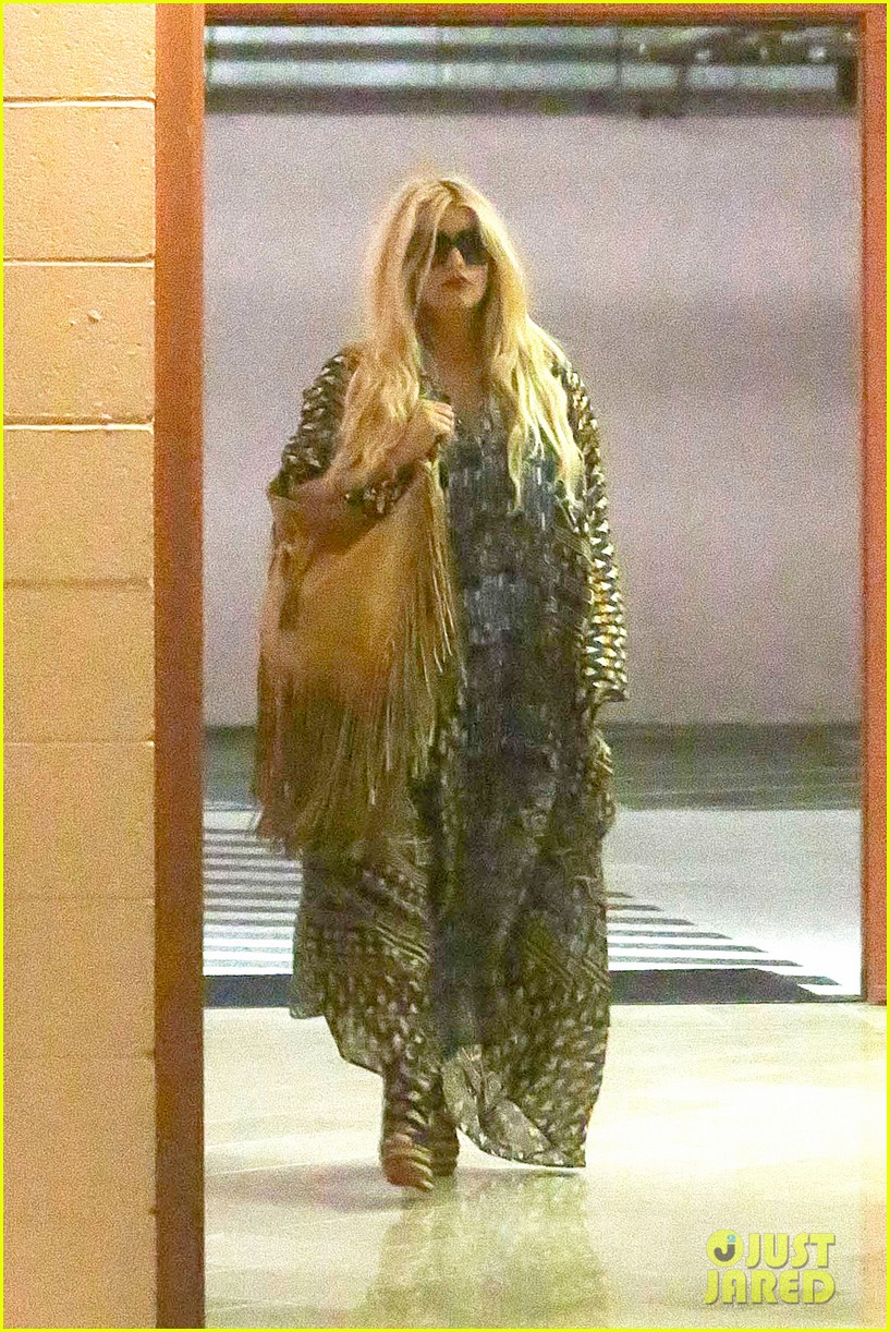 jessica simpson steps out after posting beautiful maxwell pic 042934117