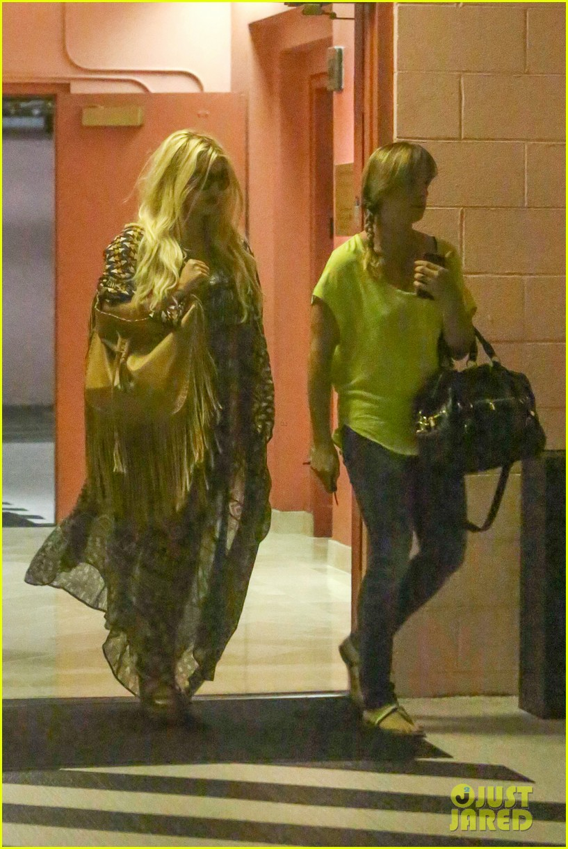 jessica simpson steps out after posting beautiful maxwell pic 082934121