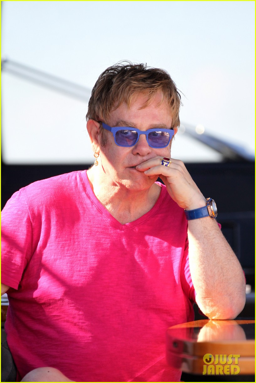 elton john vacations after appendicitis recovery 112929257