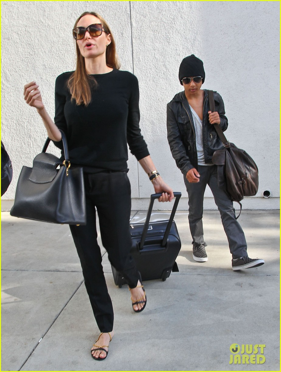 angelina jolie lands in los angeles with maddox 092931035