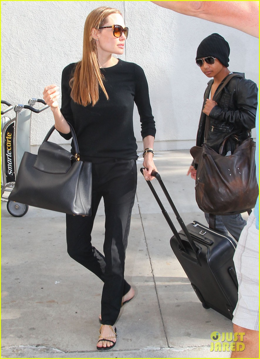 angelina jolie lands in los angeles with maddox 122931038