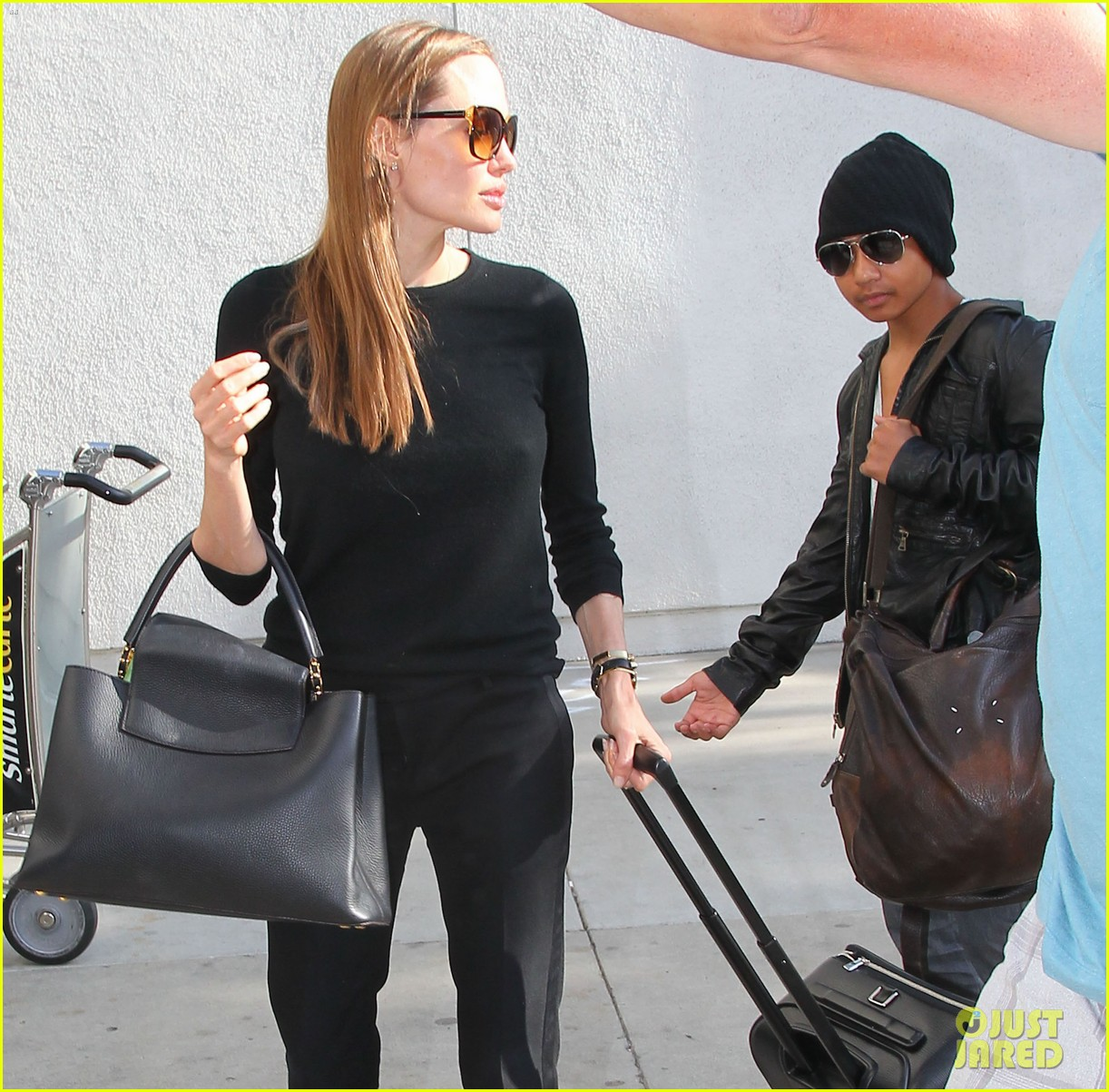 angelina jolie lands in los angeles with maddox 13