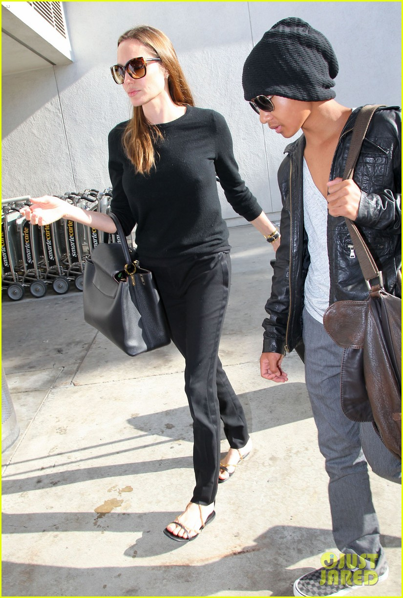 angelina jolie lands in los angeles with maddox 142931040