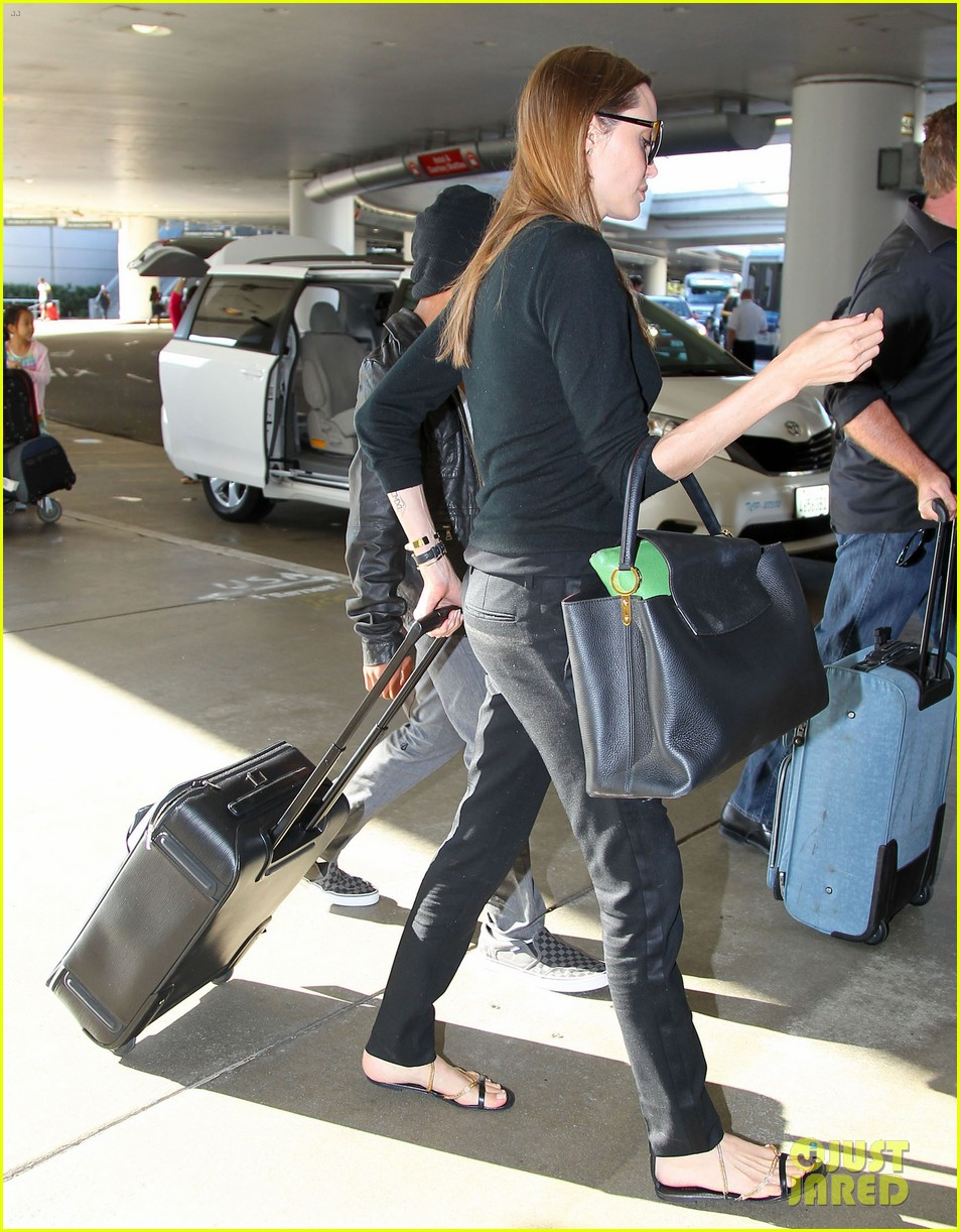 angelina jolie lands in los angeles with maddox 192931045