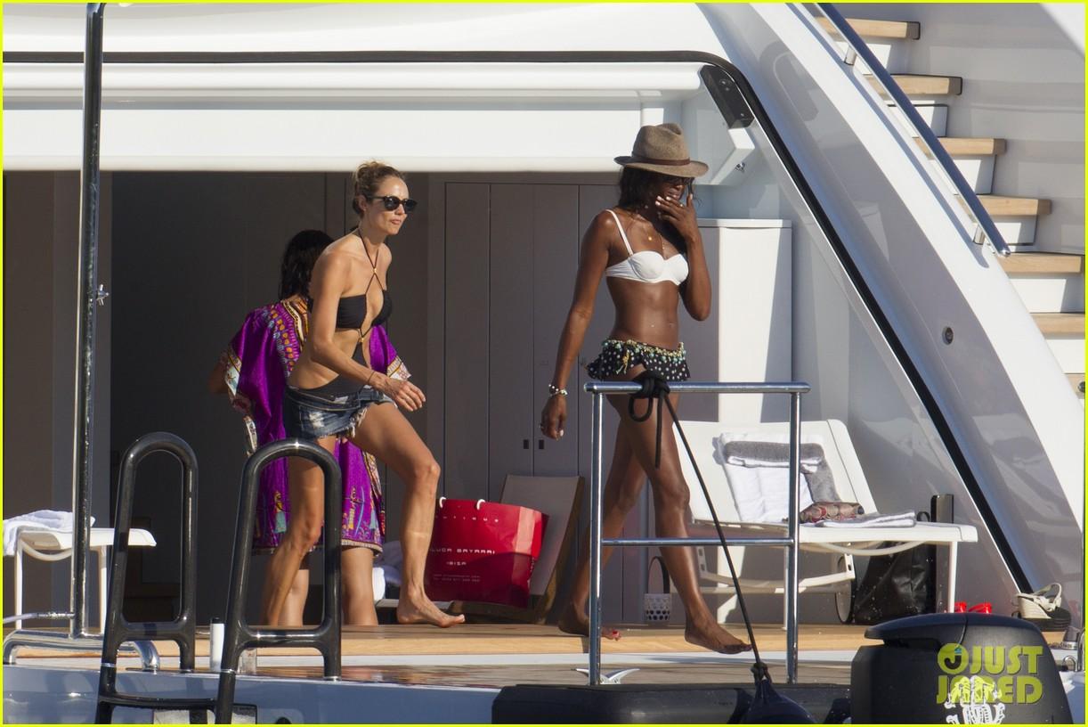 stacy keibler naomi campbell bikini babes in ibiza 01