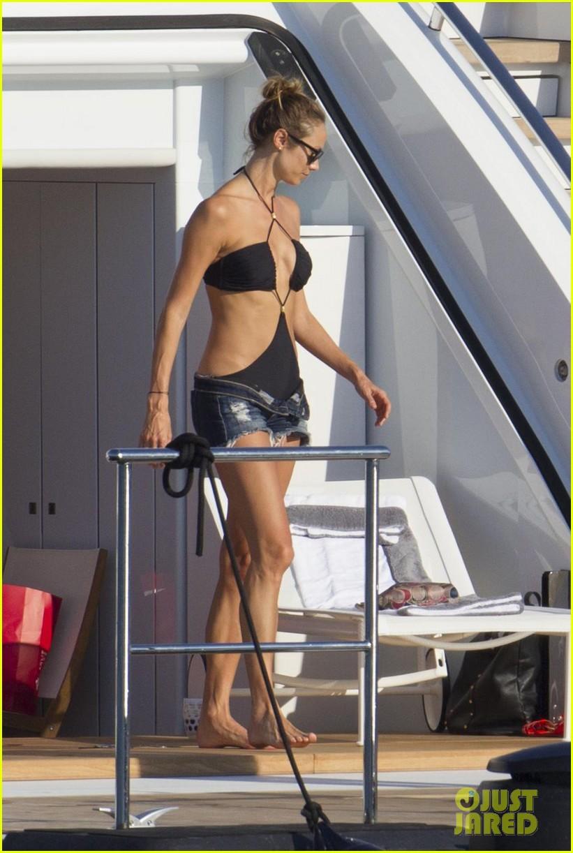 stacy keibler naomi campbell bikini babes in ibiza 042931346