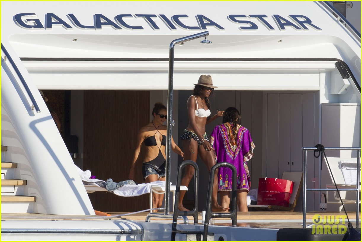 stacy keibler naomi campbell bikini babes in ibiza 102931352