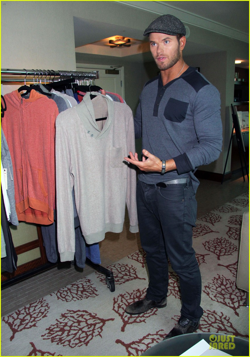 kellan lutz abbot main promotion in las vegas 052933736