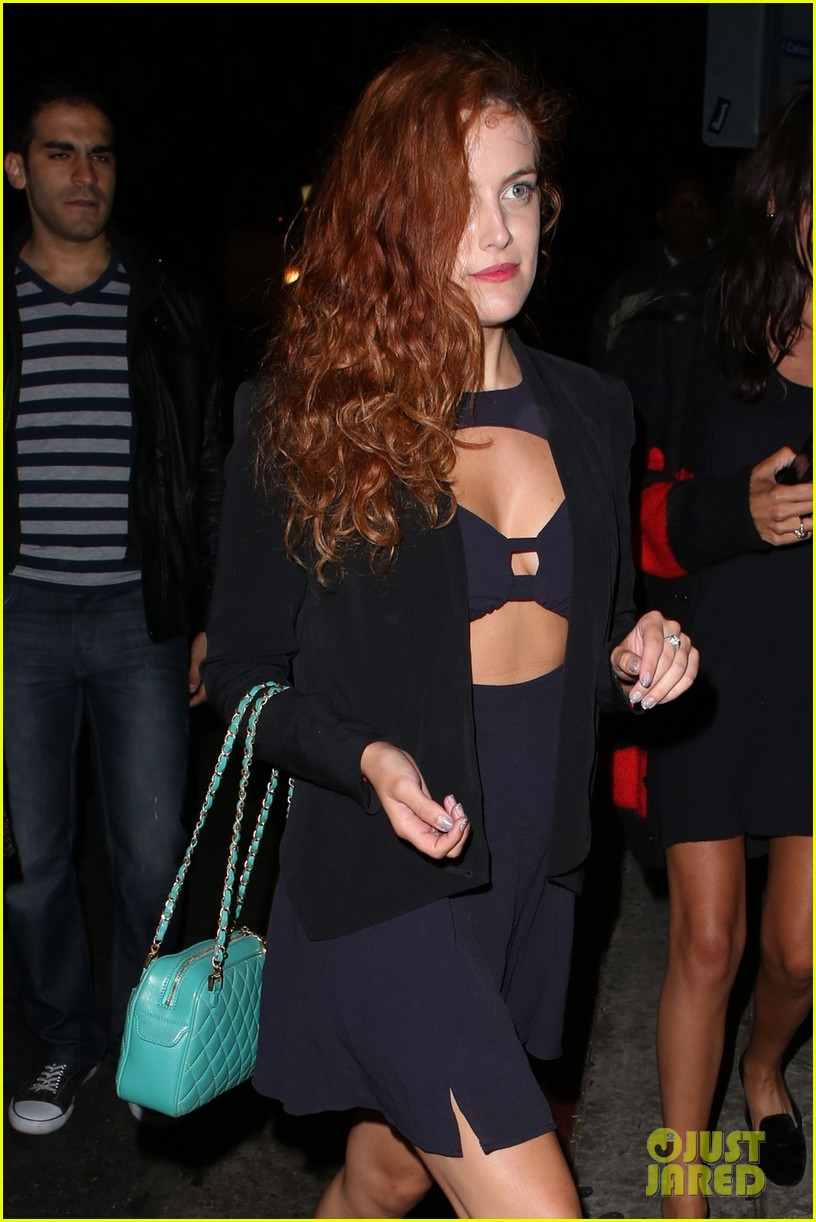 riley keough wears cut out dress for joan jett concert 022922169
