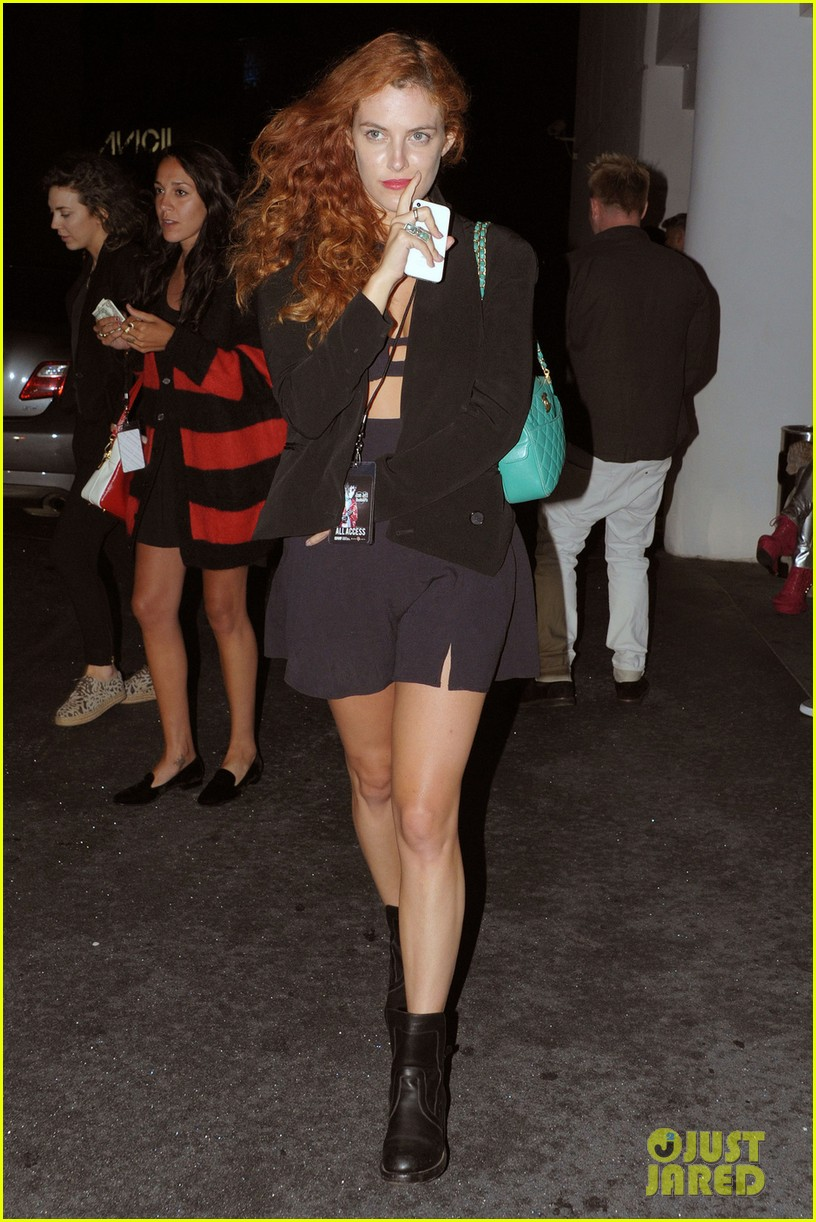 riley keough wears cut out dress for joan jett concert 052922172