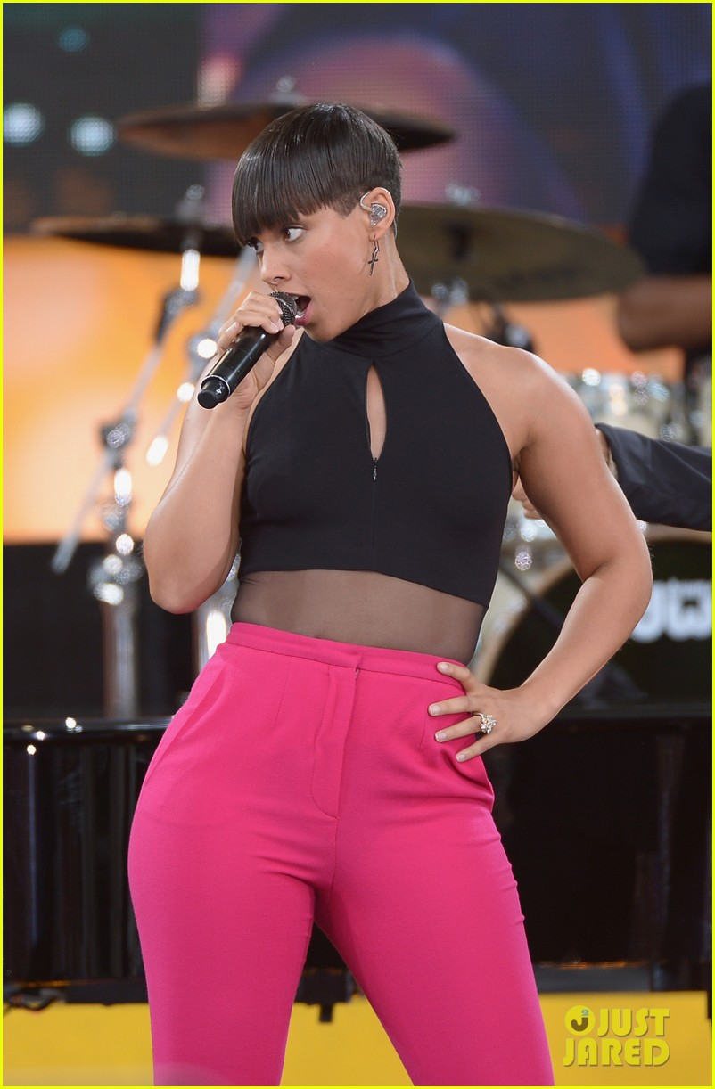 alicia keys performs for good morning americas concert series 022940679
