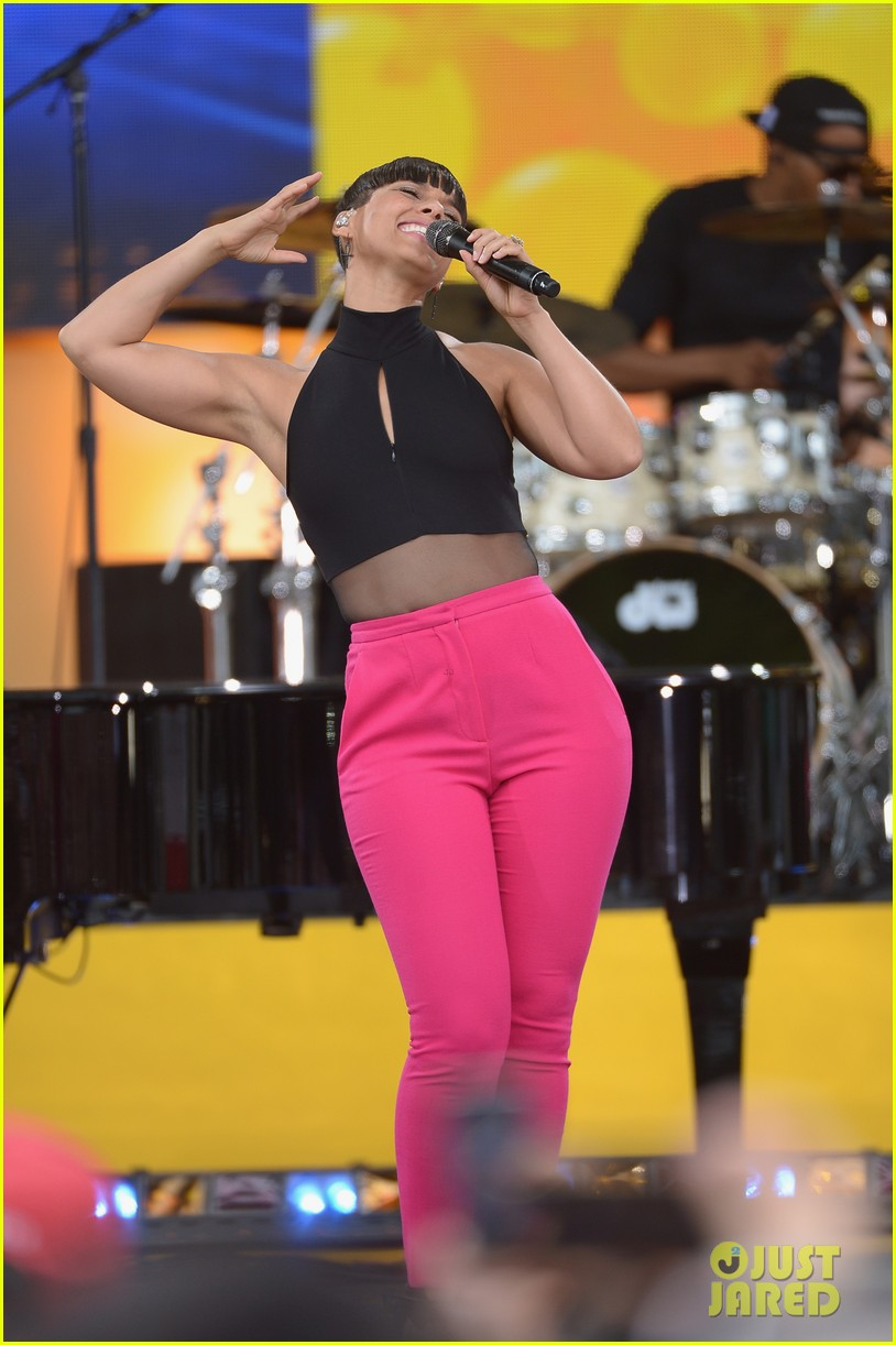 alicia keys performs for good morning americas concert series 032940680