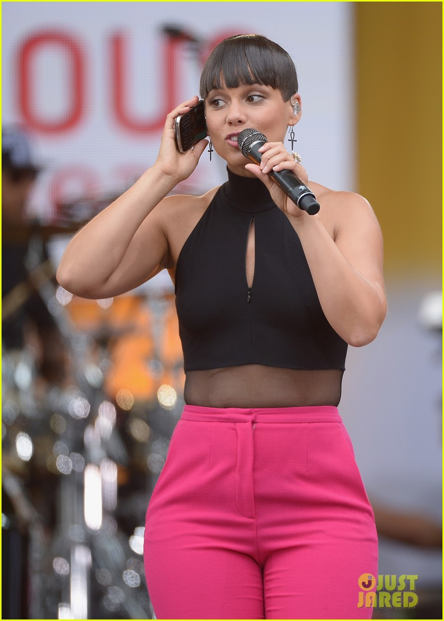 alicia keys performs for good morning americas concert series 042940681
