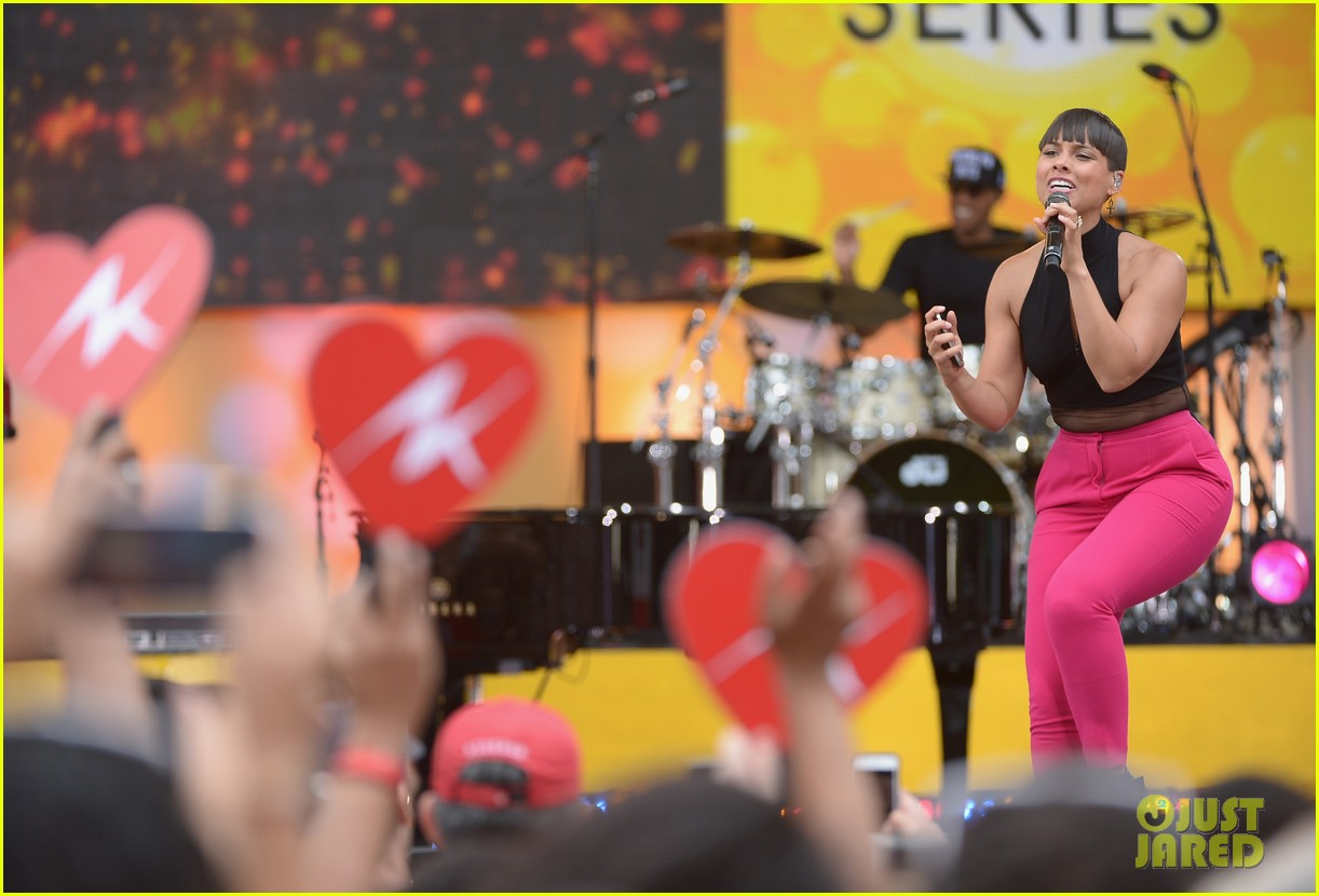 alicia keys performs for good morning americas concert series 052940682