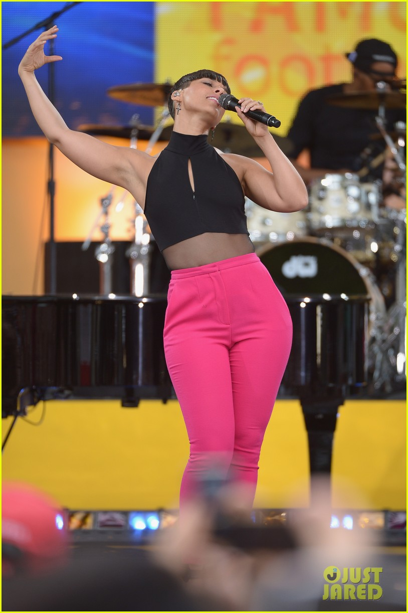 alicia keys performs for good morning americas concert series 132940690