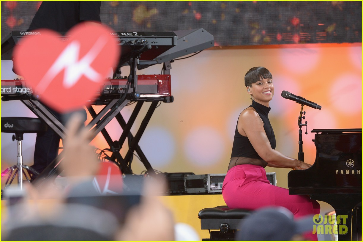 alicia keys performs for good morning americas concert series 162940693