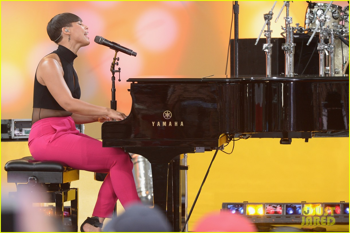 alicia keys performs for good morning americas concert series 172940694