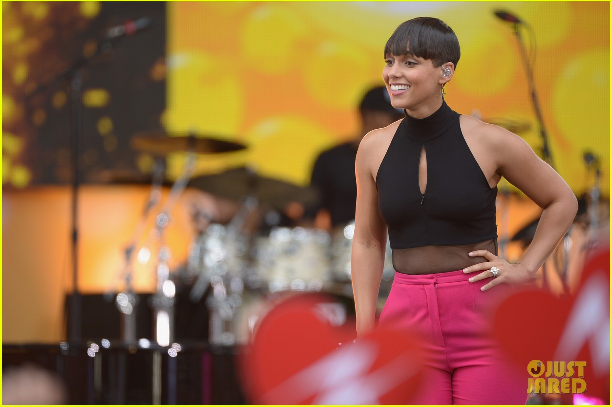 alicia keys performs for good morning americas concert series 232940700