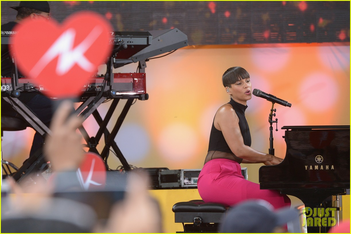alicia keys performs for good morning americas concert series 262940703