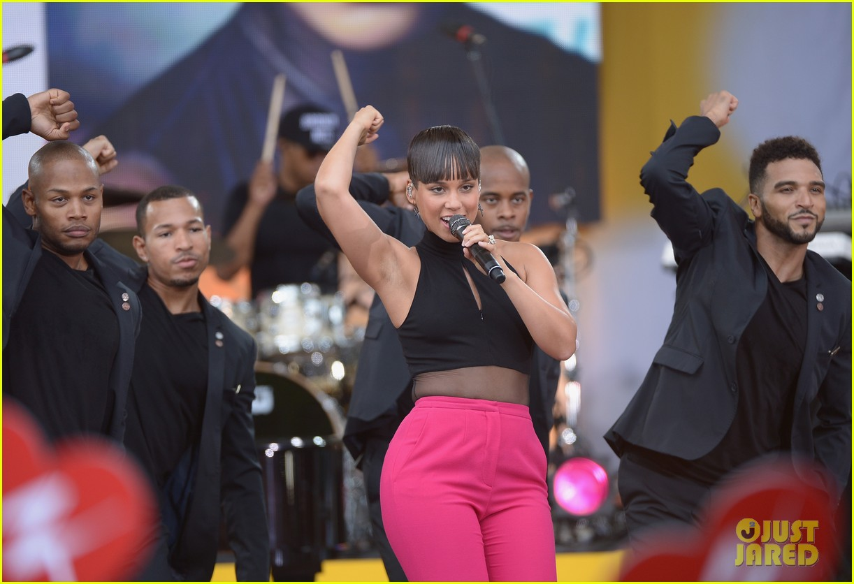 alicia keys performs for good morning americas concert series 332940710