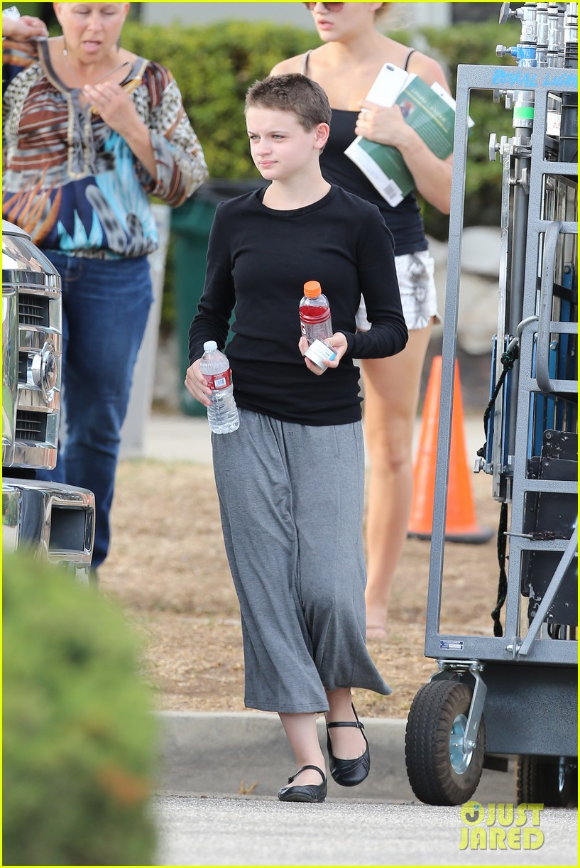 joey king debuts super short haircut for wish i was here 152941015