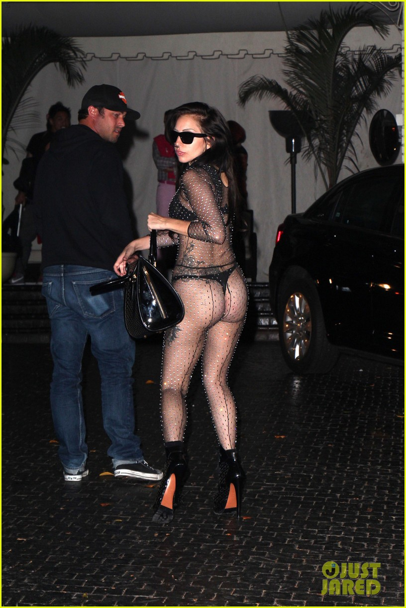 lady gaga bares butt for date night with taylor kinney 012928573