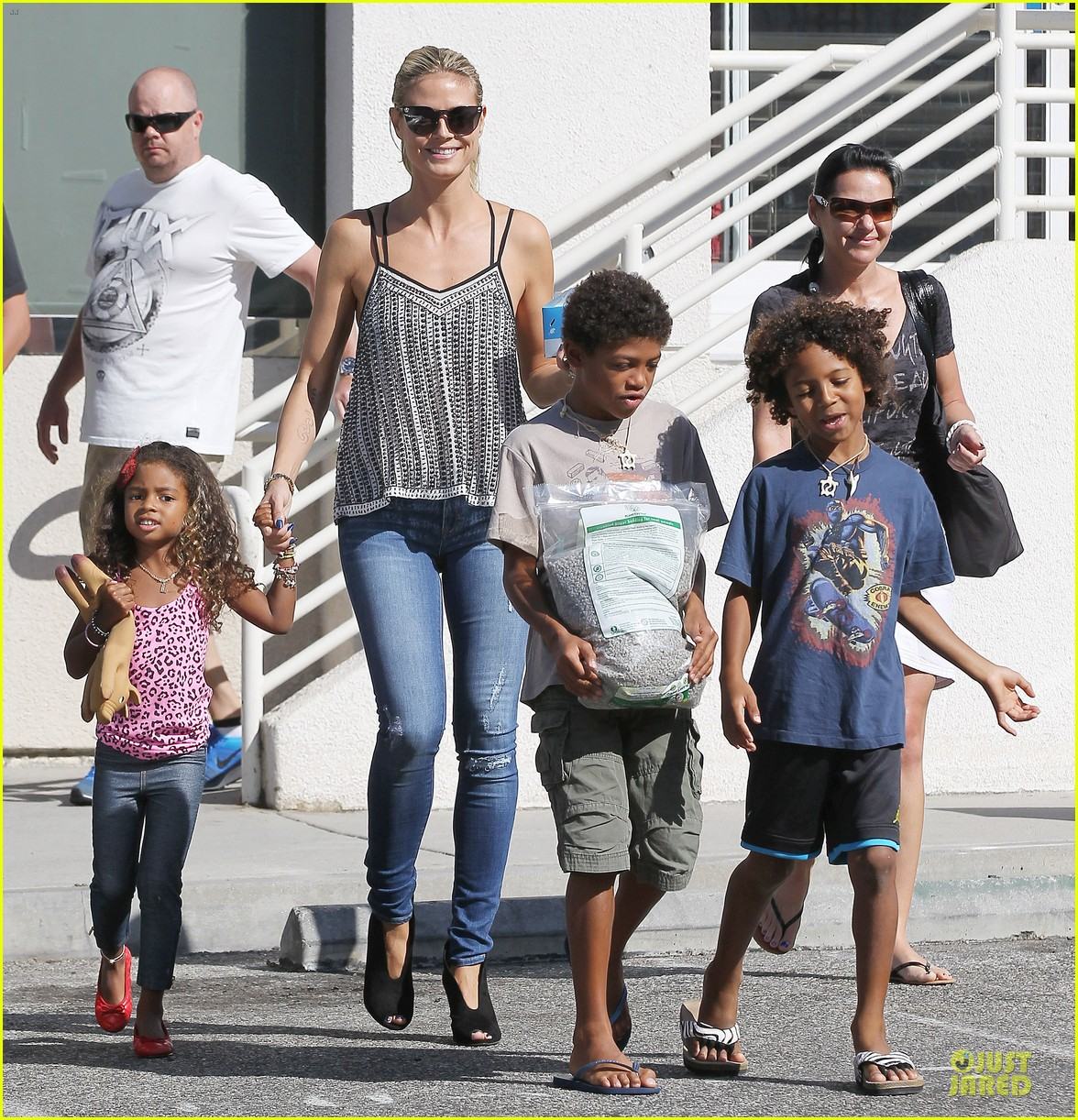 heidi klum martin kirsten beach bike ride with kids 032938437