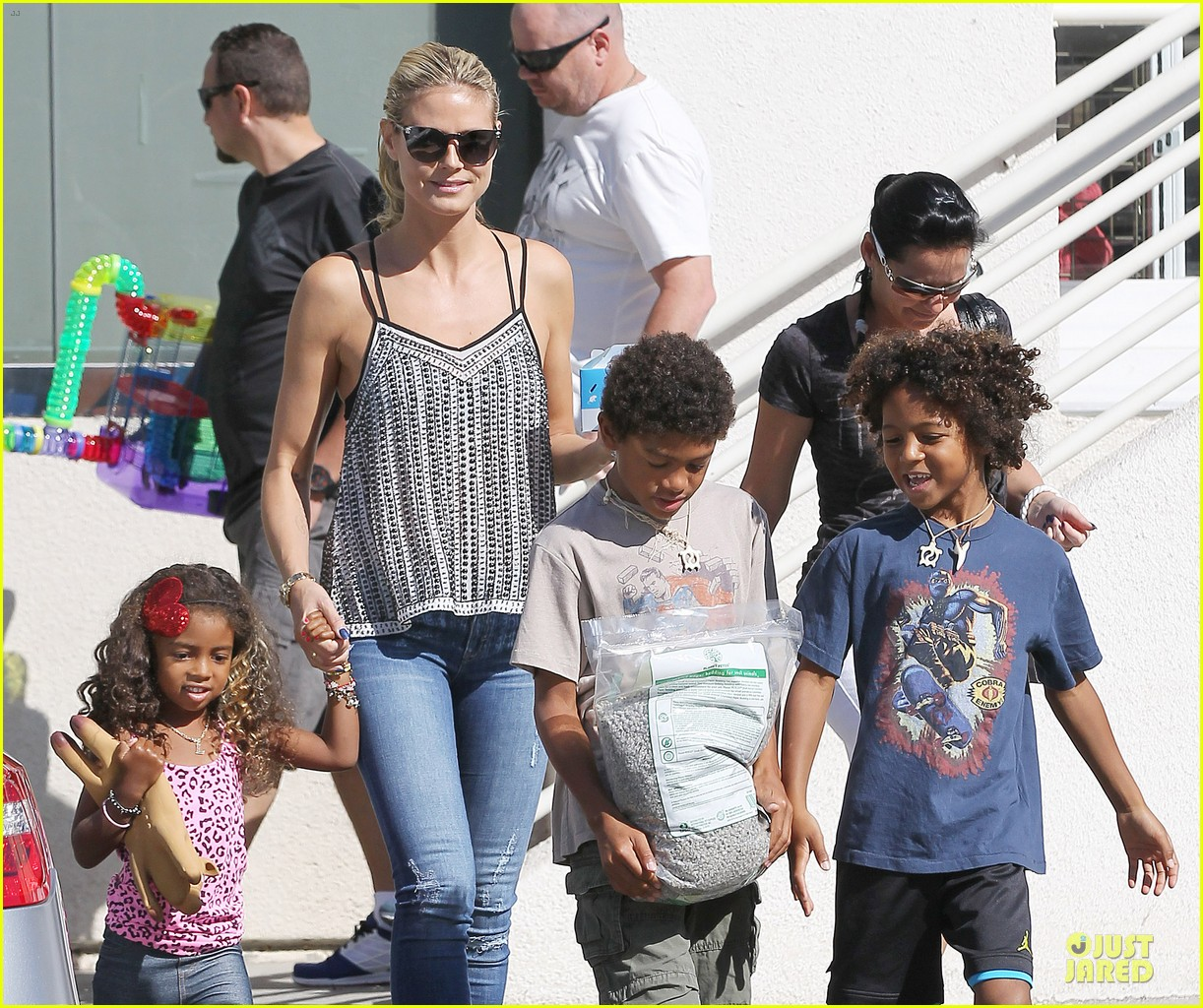 heidi klum martin kirsten beach bike ride with kids 152938449