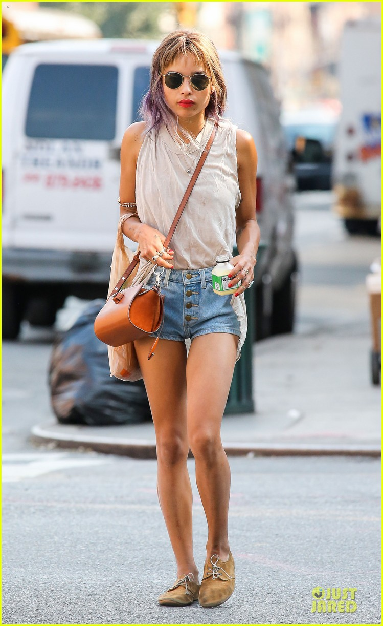 zoe kravitz purple hair in new york 012934587
