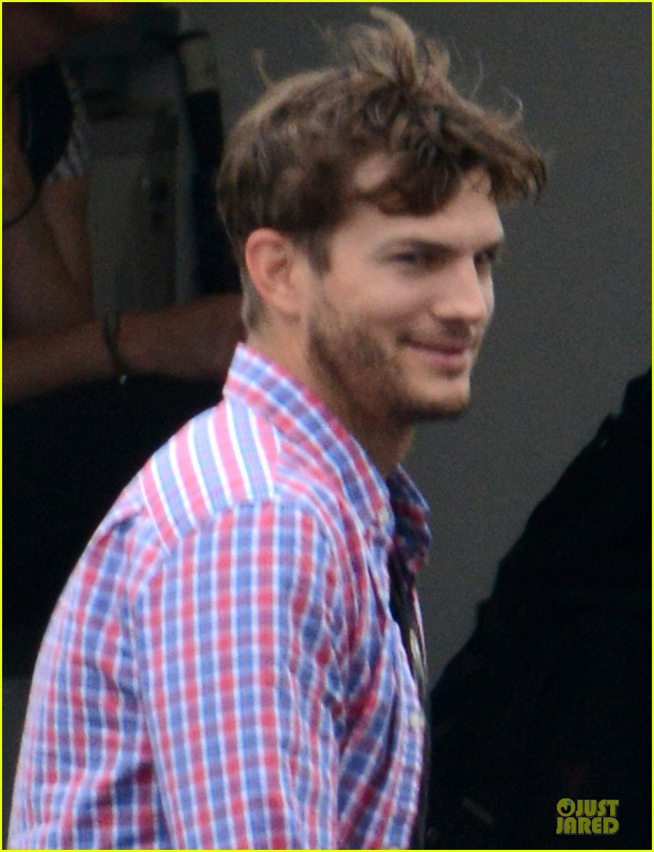 ashton kutcher visits mila kunis on jupiter rising set 022921360