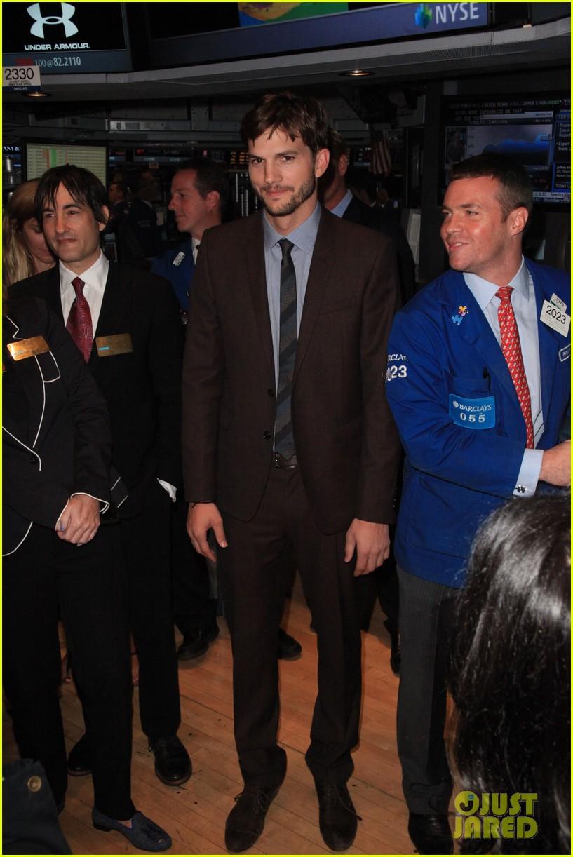 ashton kutcher rings new york stock exchange bell 012924815