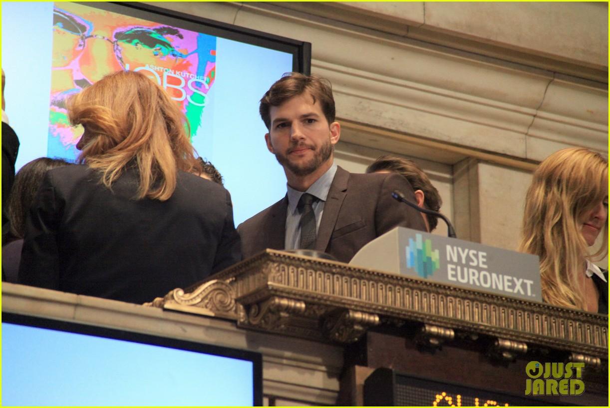 ashton kutcher rings new york stock exchange bell 022924816