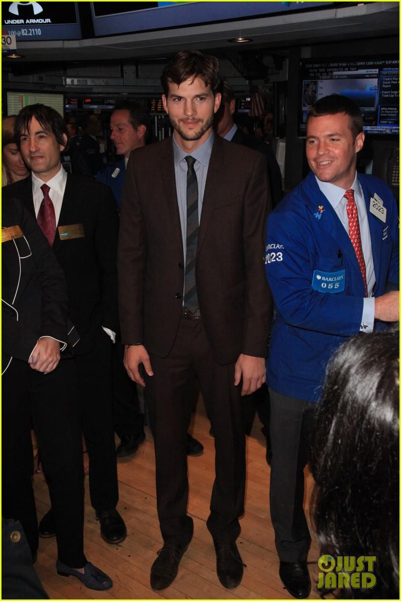 ashton kutcher rings new york stock exchange bell 052924819