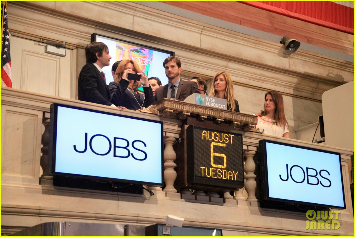 ashton kutcher rings new york stock exchange bell 062924820