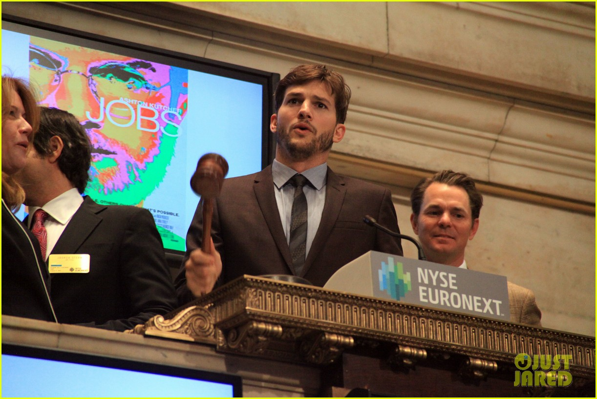 ashton kutcher rings new york stock exchange bell 09