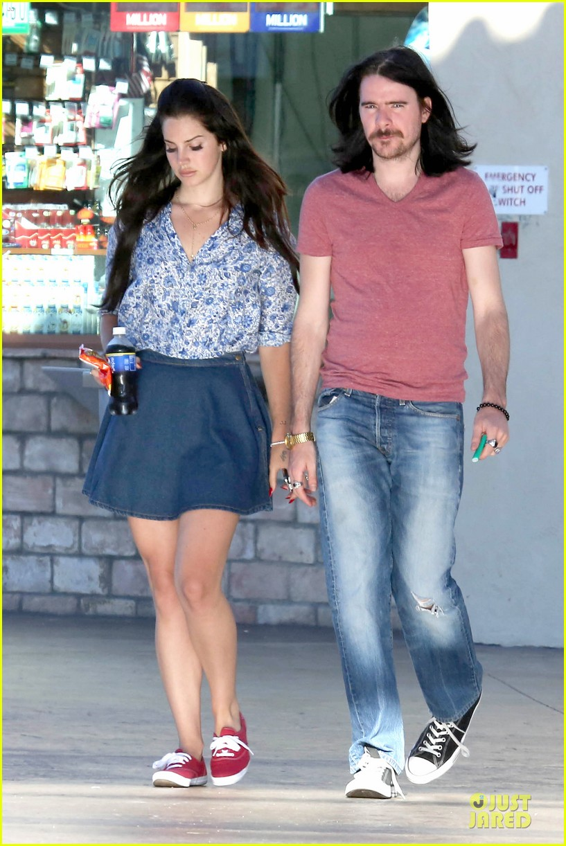 lana del rey barrie james oneill snack on soda in hollywood 012926988