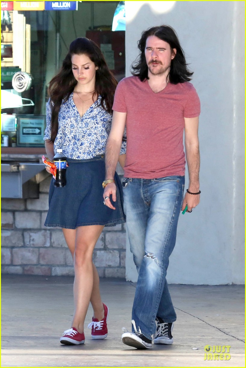 lana del rey barrie james oneill snack on soda in hollywood 072926994
