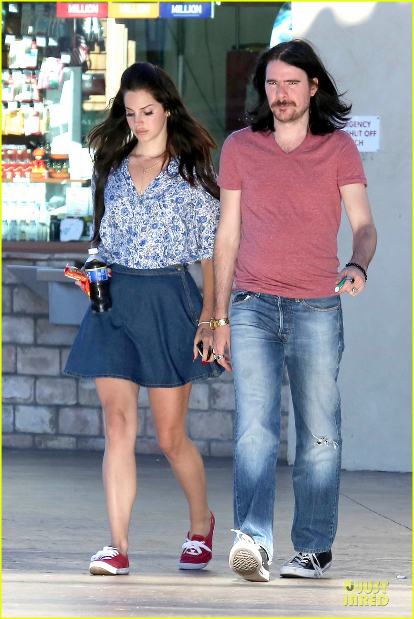 lana del rey barrie james oneill snack on soda in hollywood 102926997