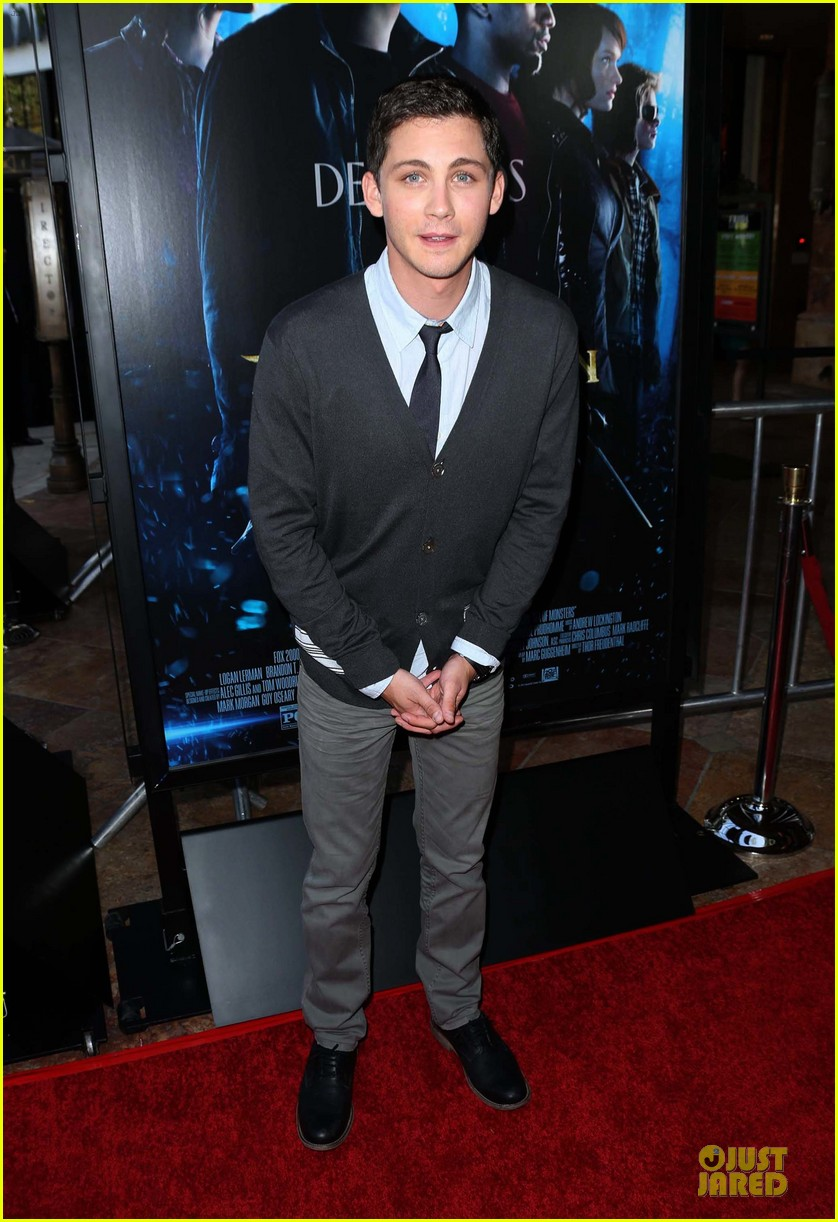 logan lerman alexandra daddario percy jackson la screening 16