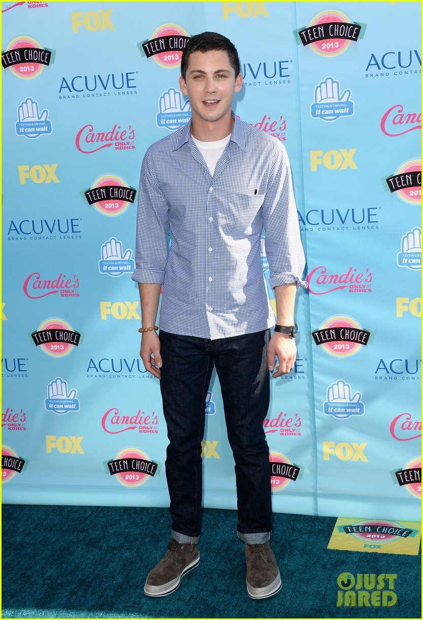 logan lerman alexandra daddario teen choice awards 2013 052928109