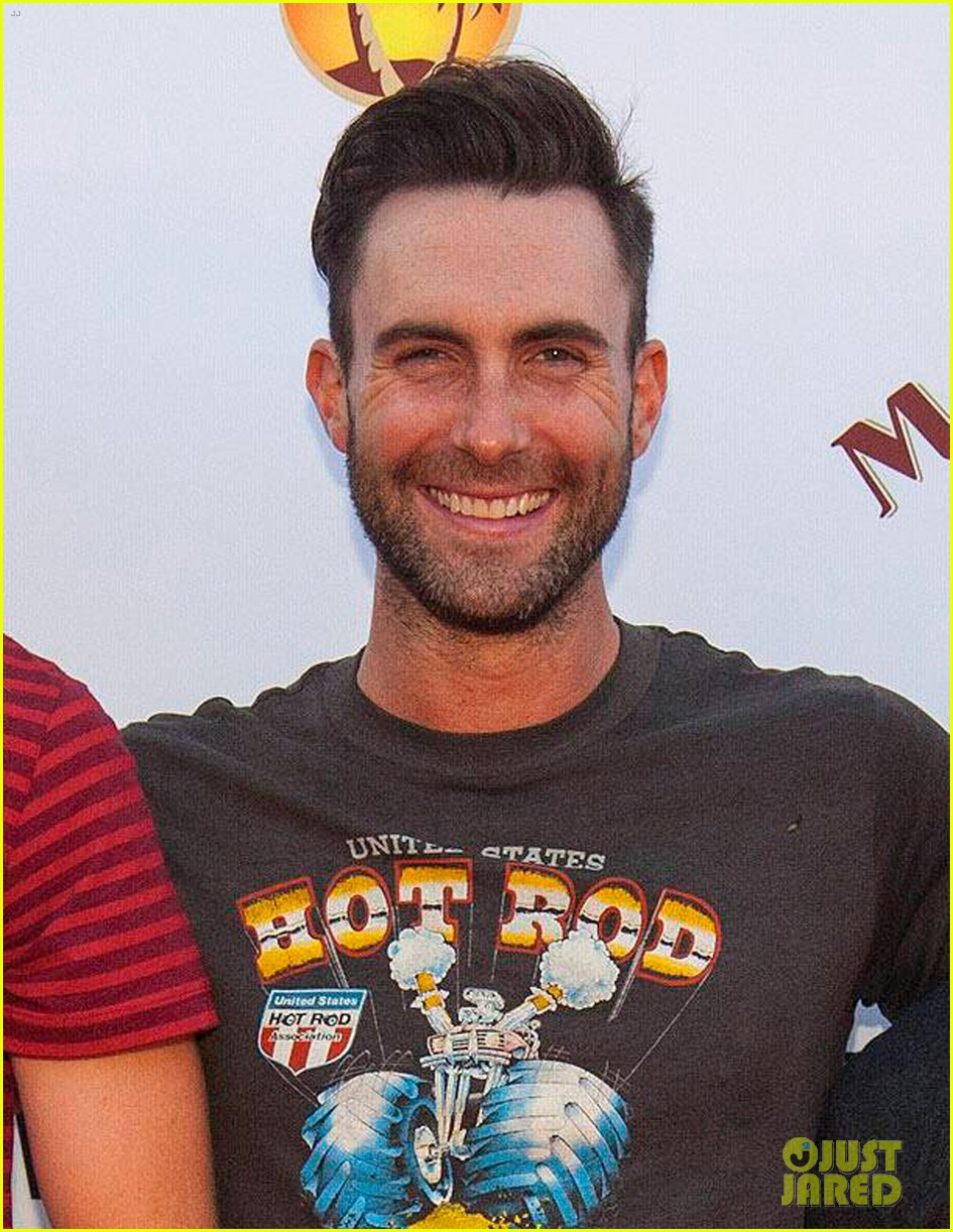 adam levine sells autobiographical comedy series to nbc 042938358