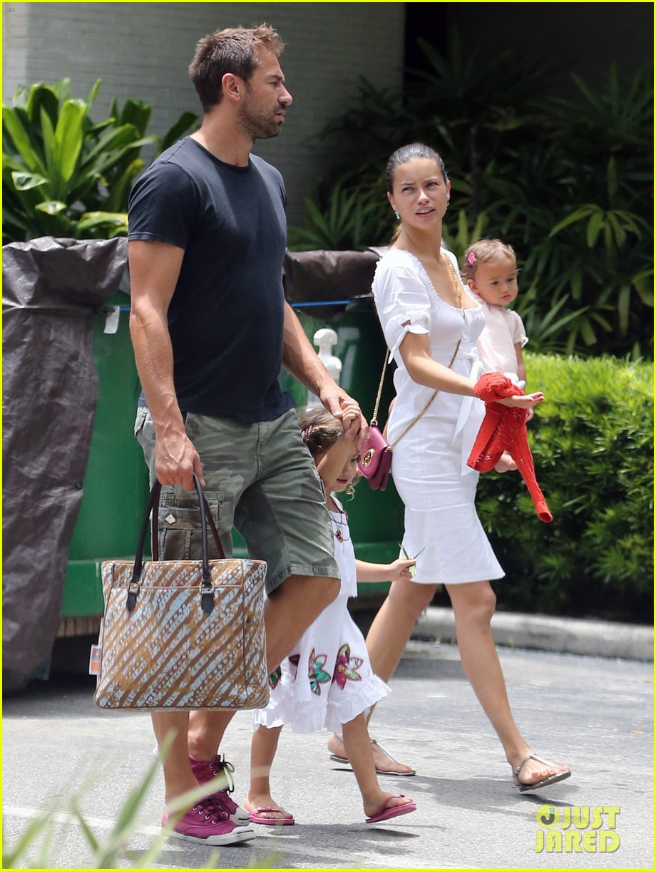 adriana lima spends relaxation day with her family 072931074